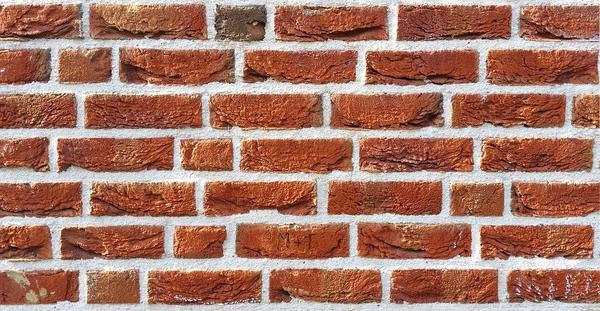 imitacja cegły na ścianie salonu